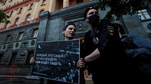 2020-07-03T181943Z_1782999518_RC2ULH95A1FG_RTRMADP_3_RUSSIA-JOURNALIST-COURT-PROTESTS