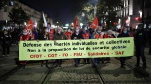 2020-11-27T173907Z_1227500141_RC2TBK98KI7F_RTRMADP_3_FRANCE-SECURITY-POLICE-VIDEO-PROTEST
