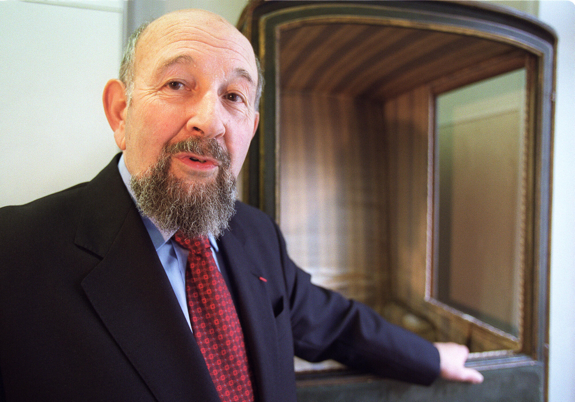 法国地理学家伊夫·拉科斯特(Yves Lacoste),2001年3月22日,出席他创刊的地缘政治研究杂志Hérodote成立25周年纪念活动。