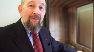 法國地理學家伊夫·拉科斯特(Yves Lacoste),2001年3月22日,出席他創刊的地緣政治研究雜誌Hérodote成立25周年紀念活動。