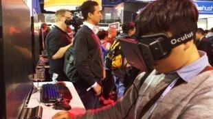 La visière Oculus permet de jouer en immersion totale © Thomas Bourdeau/ RFI