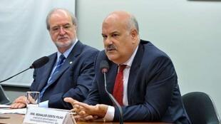 O diretor do Departamento de Negociações Internacionais do Itamaraty, Ronaldo Costa Filho (direita), em foto de artigo.