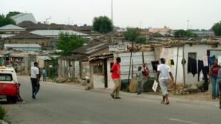 Une vue du township de Soweto où la population vit dans la  promiscuité.