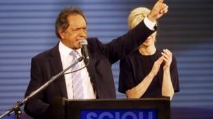 Daniel Scioli, apoiado por Christina Kirchner, ficou em primeiro nas primárias.