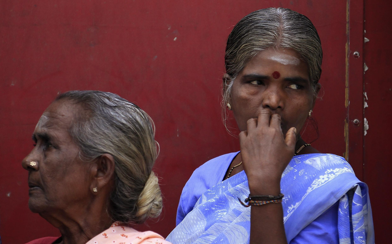 Des femmes tamoules, dans la file d'attente d'un bureau de vote de Jaffna, dans le nord du Sri Lanka, ce samedi 21 septembre.