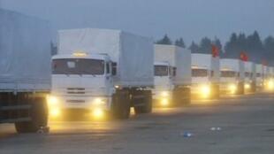 Đoàn xe cứu trợ Nga đang hướng về biên giới Ukraina, 12/08/2014.