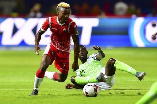 Le Burundais Fiston Abdul Razak en duel avec le Nigérian Wilfred Ndidi, le 22 juin 2019.