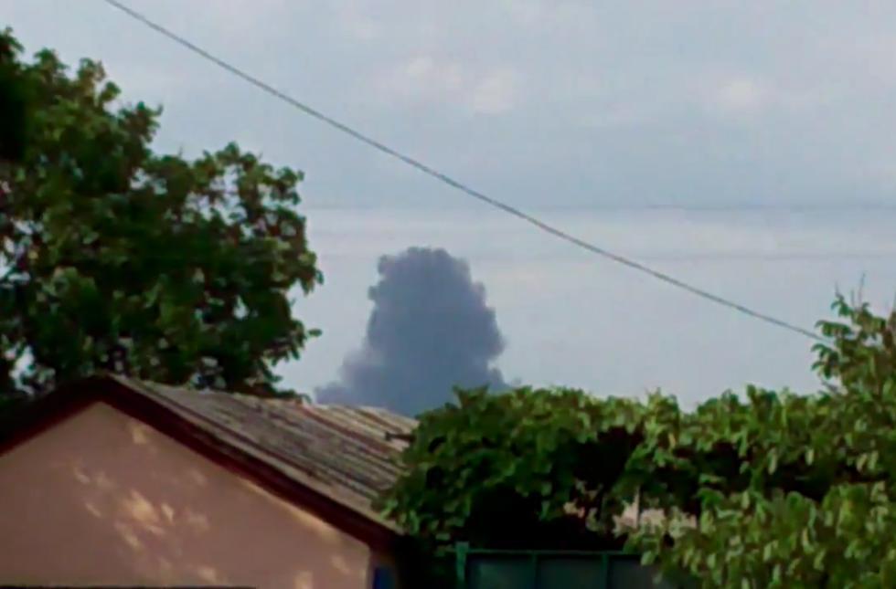 Видео на странице Игоря Стрелкова, предположительно со сбитым самолётом. Сам Стрелков утверждал, что это был АН-26