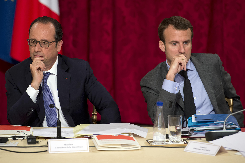 François Hollande na Emmanuel Macron, Juni 16, katika Ikulu ya Elysée.