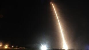La fusée «Falcon 9» de SpaceX décolle de Cap Canaveral avec quatre astronautes à bord de la capsule Crew Dragon, le 15 novembre 2020.