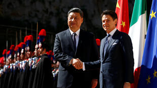 Chinese President Xi Jinping shakes hands with Italian Prime Minister Giuseppe Conte as he arrives at Villa Madama in Rome, Italy March 23, 2019.