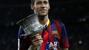 Neymar ultrapassa Cristiano Ronaldo no ranking dos jogadores de futebol mais caros do mundo.