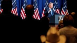 唐纳德·特朗普在夏洛特举行的共和党全国代表大会的第一天发表讲话2020年8月24日。