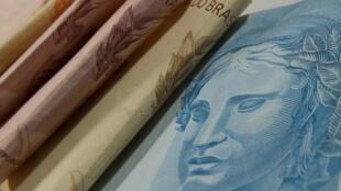PIB do Brasil deve recuar 3% em 2015