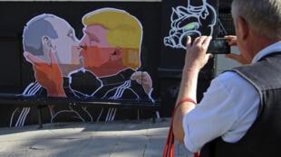 В Париже опасаются, что отношения Трампа с Кремлем могут зайти слишком далеко. На фото: граффити в Вильнюсе.