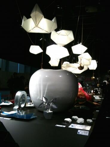 На стенде Венсана Грегуара светильники-лего Октавио Амадо, салон Maison & objet 2014