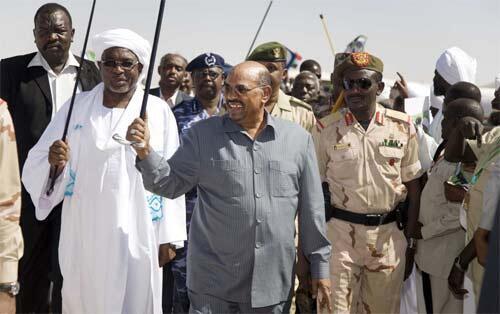 Rais wa Sudan, Omar el-Beshir wakati alipotembelea eneo la Darfur