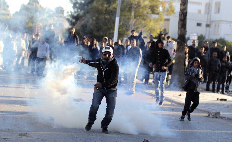 Heurts entre policiers et manifestants à Siliana, le 30 novembre 2012.