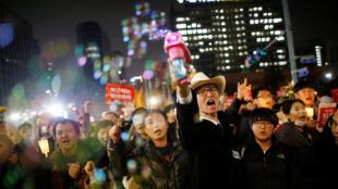 Organizadores afirmam que quase 500 mil pessoas saíram às ruas em Seul contra a presidente Park Geun-Hye