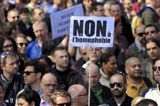 Manifestação contra a homofobia e igualdade de direitos em Paris, na praça da Bastilha, em abril..