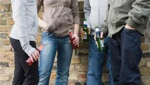 Novas práticas de consumo de álcool seriam uma busca de afirmação do jovem perante um grupo