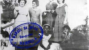 Délio Jasse expõe na Photo España até 1 de Setembro: a vida feliz dos portugueses em África... com poucos africanos.