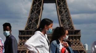 Entre el 20 y el 26 de julio, el número de casos de Covid-19 confirmados en Francia registró un aumento importante: 54% más, superándose los mil nuevos casos por día.