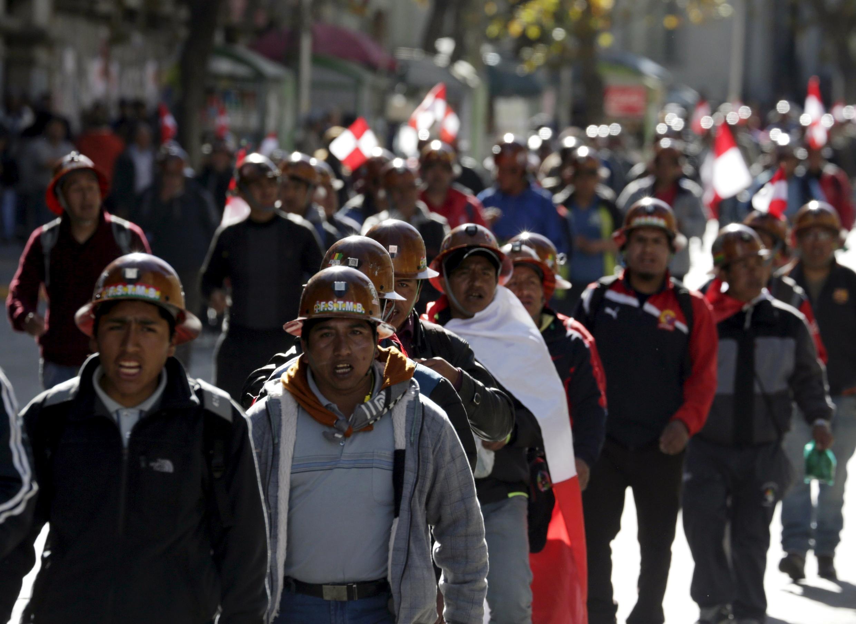 Des mineurs grévistes de Potosi photographiés à La Paz le 20 juillet lors d'une marche.