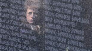 Monumento próximo a Kiev homenageia 50 mil mortos por Stalin entre 37 e 41.