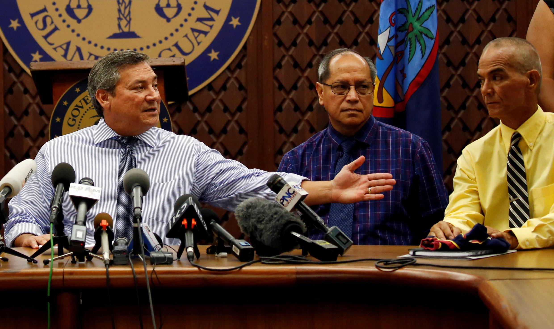 Guam : Thống đốc Eddie Calvo (T) trả lời họp báo tại trụ sở chính quyền tại Adelup, ngày 14/08/2017.