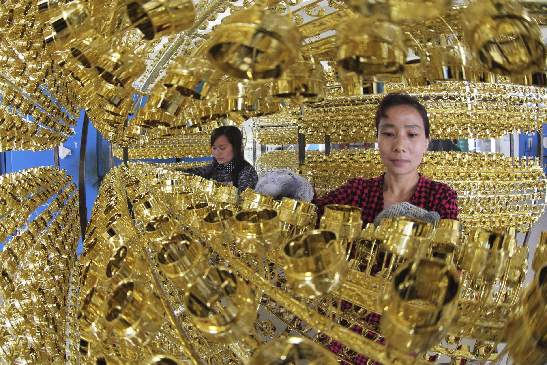 Nhân viên tại nhà máy Giang Châu.