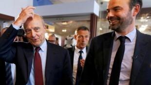 Edouard Philippe, maire du Havre à l'époque (d), aux côtés d'Alain Juppé, maire de Bordeaux et candidat des Républicains à la primaire de la droite, le 12 novembre 2016 au Havre.