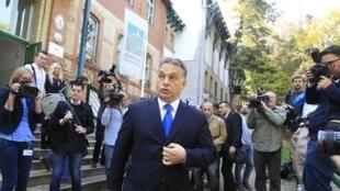 Le Premier ministre Viktor Orban après son vote à Budapest le 12 octobre 2014.