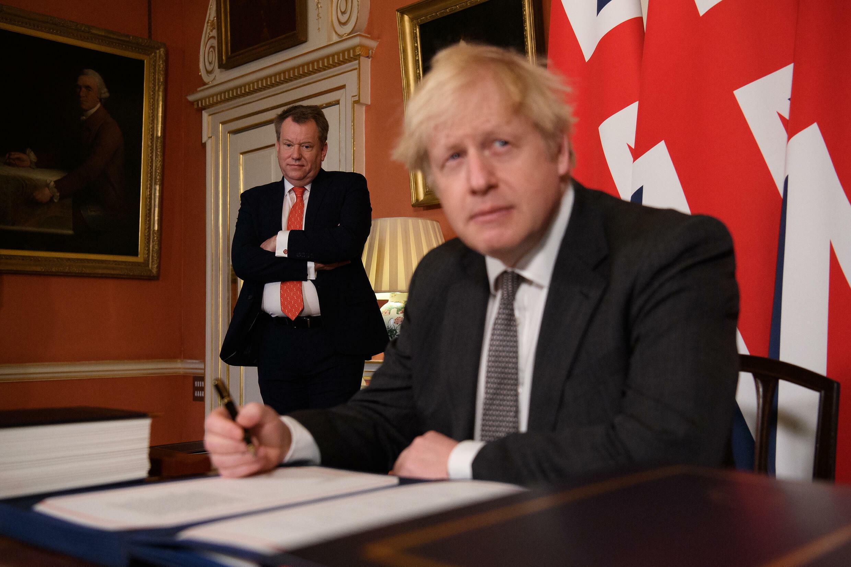 Boris Johnson firma el tratado sobre comercio y cooperación con la UE tras el Brexit, el 30 de diciembre de 2020 en Londres