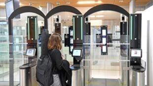 巴黎機場表示,面部識別安檢使出入境邊防檢查速度加快了一倍  2018年6月29日