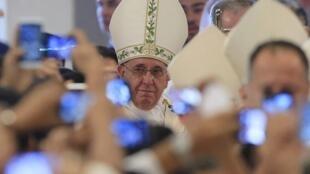 O papa Francisco na Catedral de Manila, em janeiro de 2016.