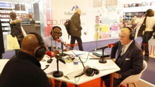 De gauche à droite : Sayouba Traoré, Eric Amiens et Jean Guion, président de l'Alliance Francophone.