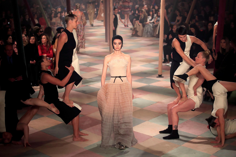 Modelo de la diseñadora Grazia Chiuri para Dior. París, enero de 2019.