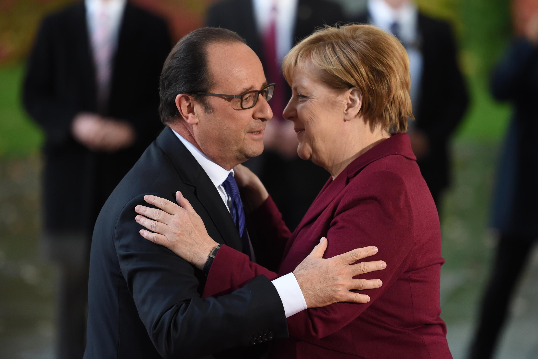 O presidente francês, François Hollande, e a canceler alemã, Angela Merkel, 19 de Outubro de 2016.