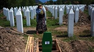 A Bosnian woman mark the 15th anniversary of the Srebrenica massacre last year