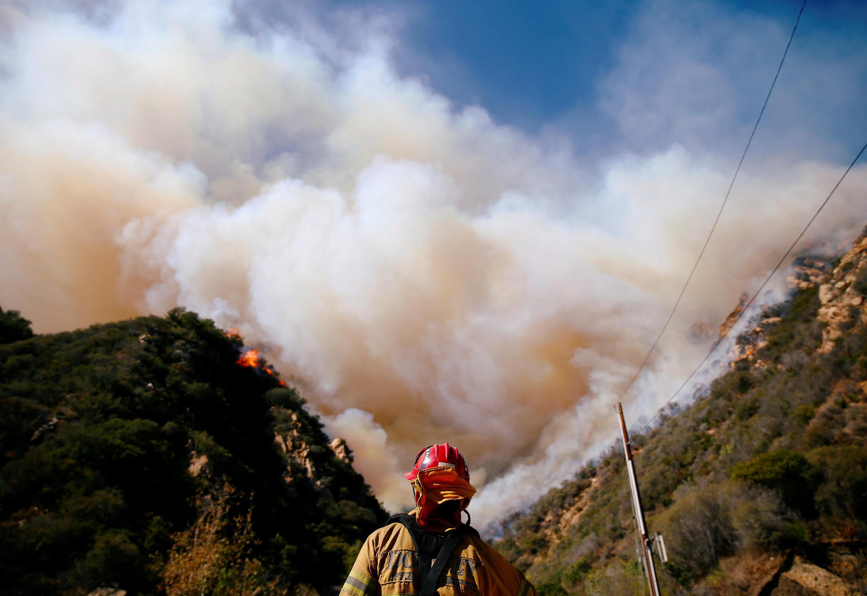 Incêndio florestal devastador já matou mais de 30 pessoas na Califórnia.