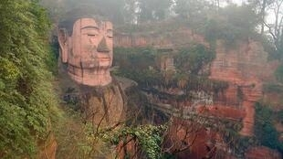 Đảng Cộng Sản Trung Quốc lo sợ đảng viên đi theo các tôn giáo. Trong ảnh, một tượng Phật ở tỉnh Tứ Xuyên (Xichuan).