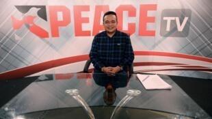 Lãnh đạo phong trào Áo Đỏ Thái Lan, ông Jatuporn Prompan, trước trụ sở truyền hình Peace TV, Bangkok, ngày 10/10/2014