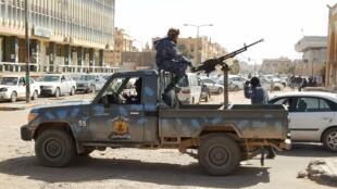 军事强人哈夫塔手下的军人在利比亚南部城市塞卜哈(Sebha)巡逻   2019年2月