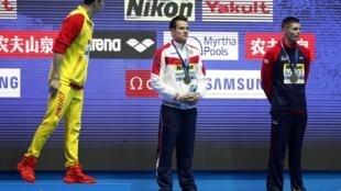 孫楊世錦賽連奪400米200米自由泳金牌,可惜遭同行白眼,不願跟他站台,孫楊氣不打一處來。