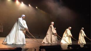 La troupe s'appelle Ecole de Mallawi, centre Medhat Fawzy, Haute Egypte.