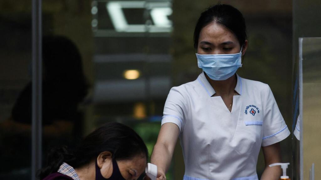 Việt Nam :  Dịch Covid-19 bùng phát trong cộng đồng tại hơn chục tỉnh thành