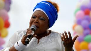 L'ex-épouse d'Omar Bongo et mère du président gabonais Ali Bongo, Joséphine Nkama, devenue une vedette de la chanson dans son pays sous le nom de Patience Dabany, à Libreville, le 16 septembre 2011.