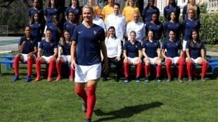 """Cầu thủ Amandine Henry, và đội tuyển nữ """"Les Bleues"""" trước mùa bóng thế giới Mondial 2019."""