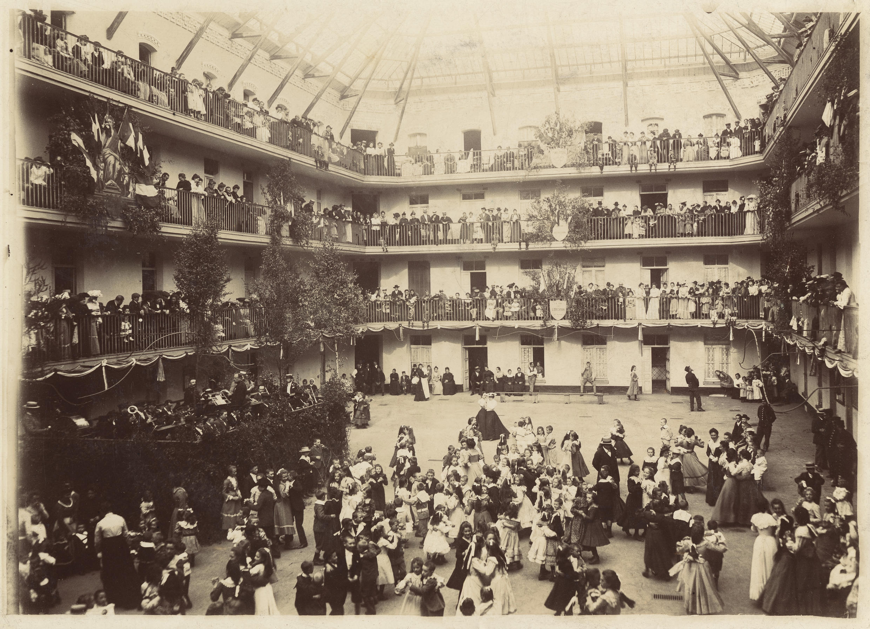 À partir de 1867, chaque 1er mai, de grandes réceptions y ont lieu, pour fêter le travail, quand quelques années plus tard ce jour deviendra synonyme de revendications.